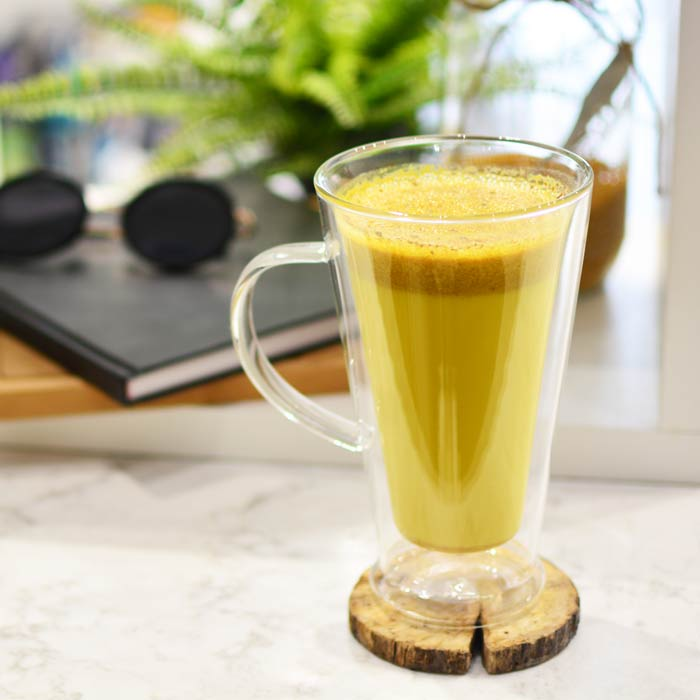 Double-walled-glass-mug-verona-with-golden-milk-recipe-latte-turmeric-GROSCHE-web