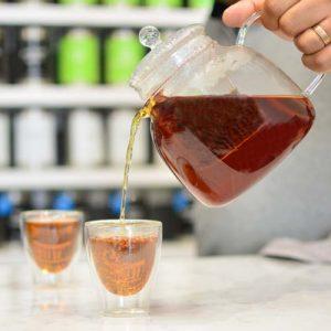 GROSCHE munich teapot pouring red tea in turin cups