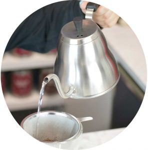 Amsterdam-marrakesh-pour-over-kettle-pouring-water-coffee-GROSCHE