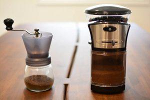 hand-coffee-grinder-vs-electric-coffee-grinder-comparison