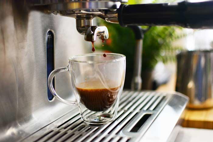 GROSCHE-Turin-double-walled-espresso-cups-drops-of-espresso-coffee-pouring-in-machine-700