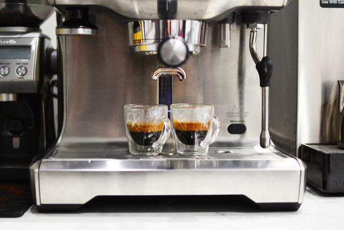 GROSCHE-Turin-double-walled-espresso-cups-in-a-high-pressure-expresso-machine-700
