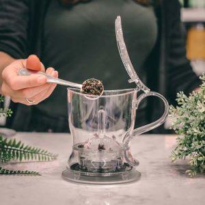 GROSCHE aberdeen easy tea steeper adding loose tea to steeper