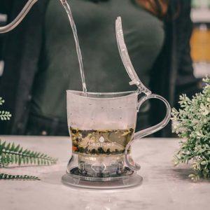 GROSCHE aberdeen easy tea steeper adding water to steeper